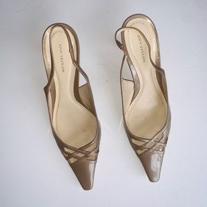 ANN TAYLOR POINTED GOLD HEELS 81/2